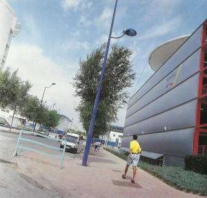Vistas de la parte lateral del pabellón y banda de Servicios de Expo'92.