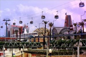 Monorraíl y Teleférico recorriendo el recinto de la Expo'92.