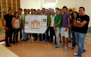 Reunión en el Cortijo del Alamillo. En primer plano, destaca la portada de feria de 2012, con guiños a Expo'92.
