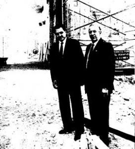 Rafael Hernández Colón y Manuel Olivencia visitando obras en recinto Expo'92 (Fotografía ABC - Díaz Japón).