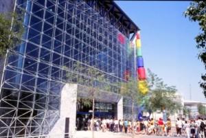 Colas de entrada de visitantes al Pabellón de la Once.