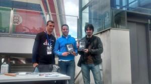 Alberto Martín presidente de Legado Expo entrega los premios al grupo Inter de Mitente.