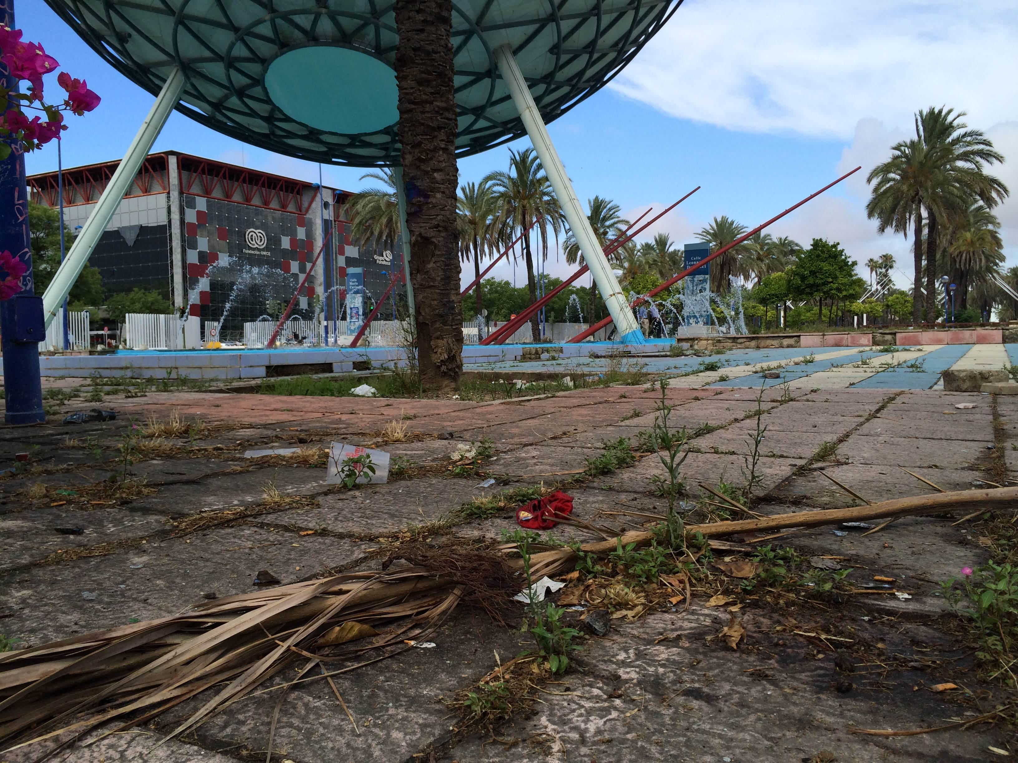 Legado expo denuncia el vergonzoso estado de los accesos for Los jardines de la cartuja