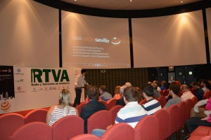 Jaime Sierra presentado la proyección Momentum en el Pabellón de Andalucía.